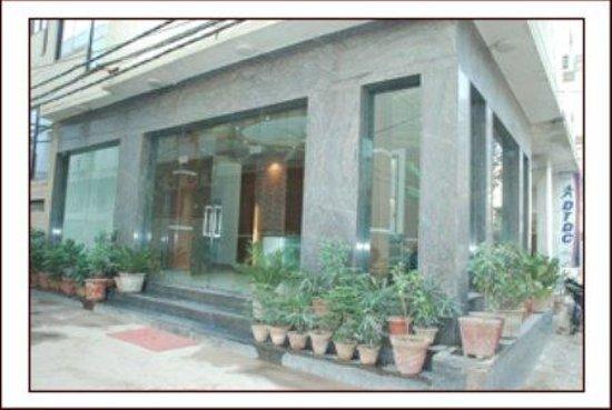Airport Hotel Delhi 37: Exterior