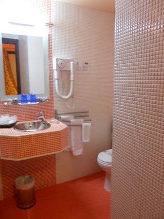 El Rey Moro Hotel Boutique Sevilla: il bagno... fornitissimo