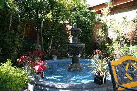 La Mansion del Sol: Fountain in the garden