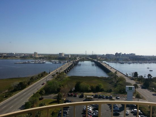 Holiday Inn Charleston Riverview: View from Room 1123.