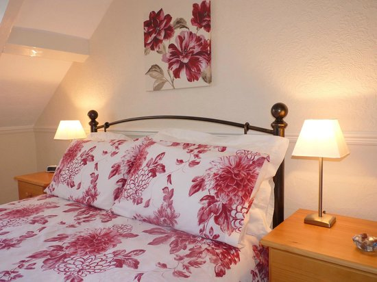 The Laurels Guest House: Double en-suite with views of  Blackpool Tower