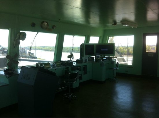 Lower Mississippi River Museum and Interpretive Center: Pilot House - the monitors in the corner are the simulator