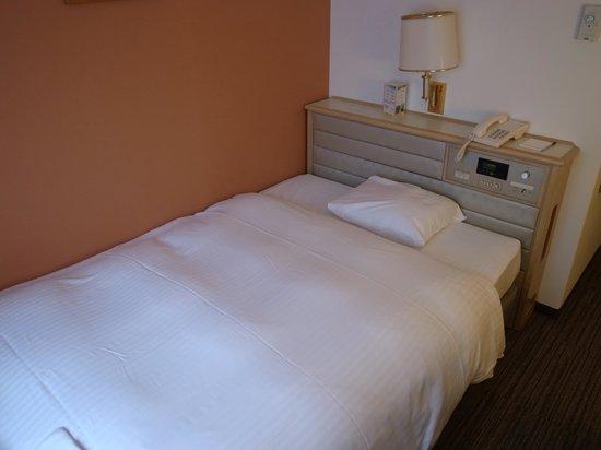 Smile Hotel Kanazawa : ベッド