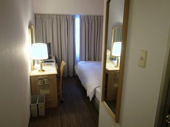 Smile Hotel Kanazawa: 入口から見た感じ