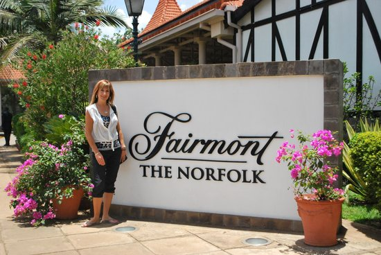 Fairmont The Norfolk: Entrance to Norfolk, beautiful grounds