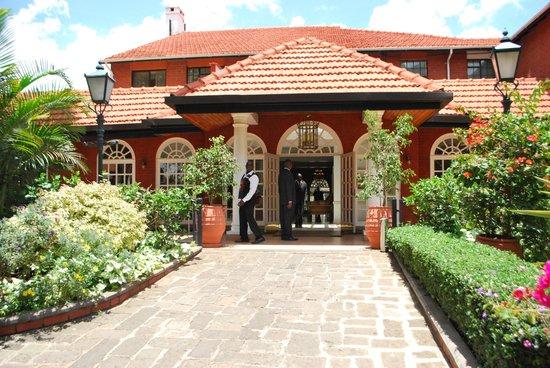 Fairmont The Norfolk: Courtyard inside hotel grounds