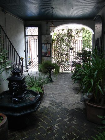 27 State Street Bed and Breakfast: Courtyard first floor