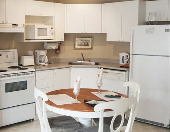 Times Square Suites Hotel: The kitchen is well-equipped and spacious