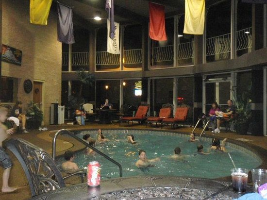 Fulton Steamboat Inn: pool area