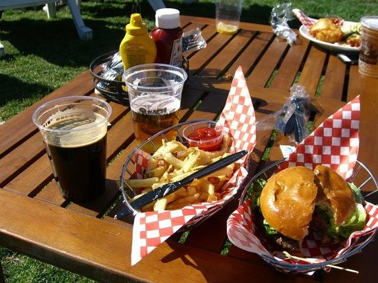 Beach Chalet: burger, beer and fries