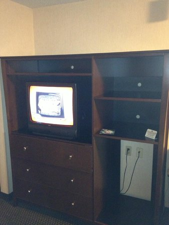 Hilltop Suites Hotel: TV is old. did not work very well