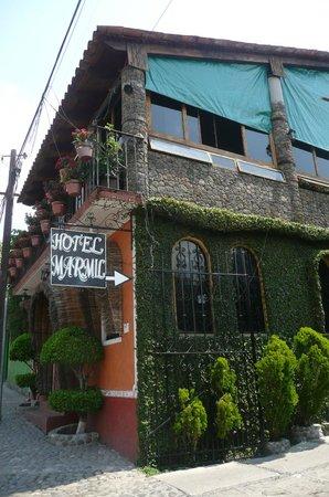 Marmil Hotel Malinalco: Al estacionamiento