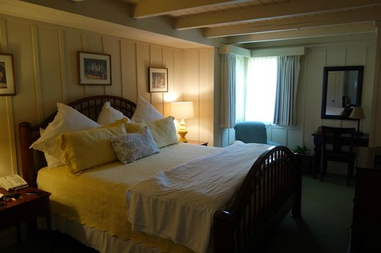 Mission Ranch: Honeymoon Cottage - bedroom