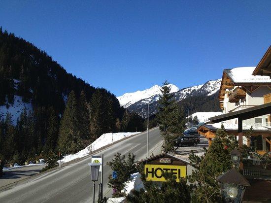 Alpenhof Hotel: View from the lobby/balcony