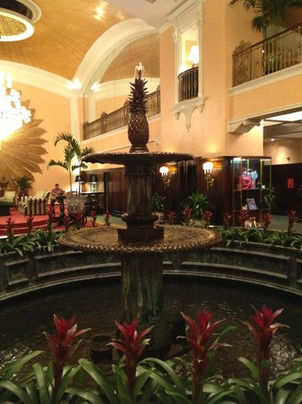 Amway Grand Plaza, Curio Collection by Hilton: Fountain, sitting area.