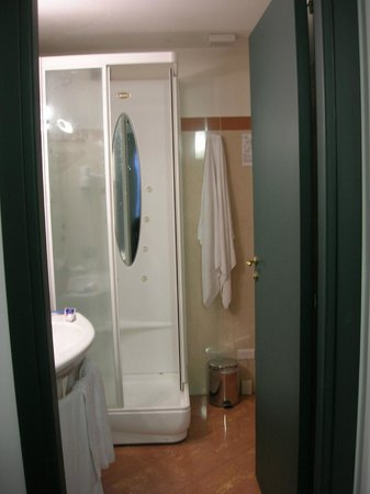 Grande Albergo Maugeri: shower&massage