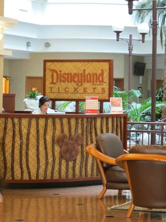Embassy Suites by Hilton Anaheim - South : Ticket counter