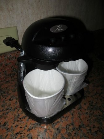 Embassy Suites by Hilton Anaheim South : 2 cup coffee maker