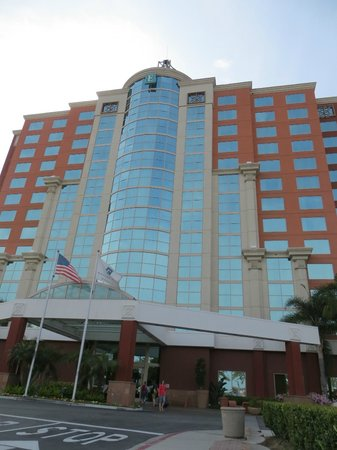 Embassy Suites by Hilton Anaheim - South : Outside of hotel