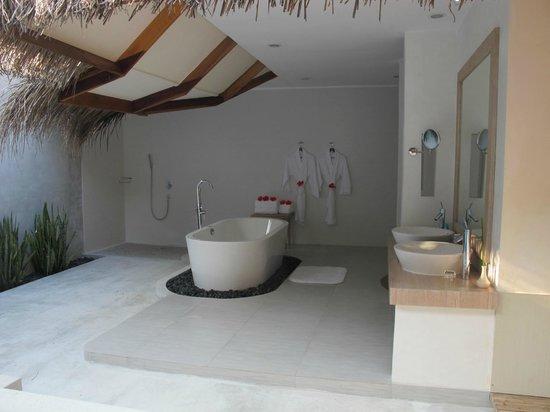 Kuramathi Island Resort: Villa