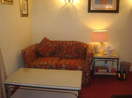 Nant Ddu Lodge Hotel & Spa: Sofa in superior room