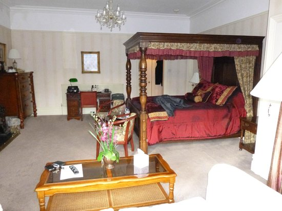Lincoln House Private Hotel: Our bedroom from the bay window