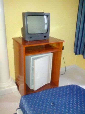 Magic Cristal Park Hotel: TV del salón