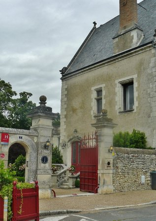 Le Manoir Saint Thomas: Side entrance