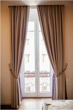 Roma Boutique Hotel: Window/Balcony