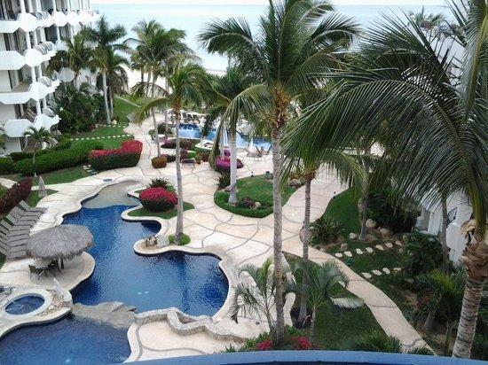 Mykonos Condos: Looking unto the pools from our room
