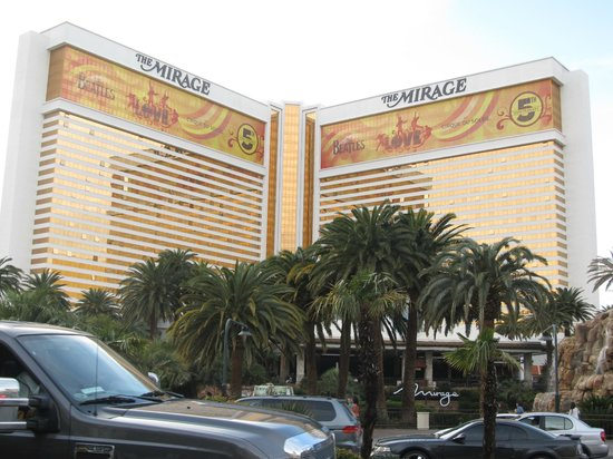 The Mirage Hotel & Casino: view of the hotel from the street