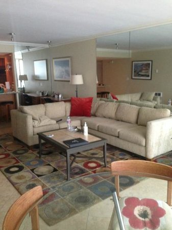 Capri by the Sea by All Seasons Resort Lodging: Living Room