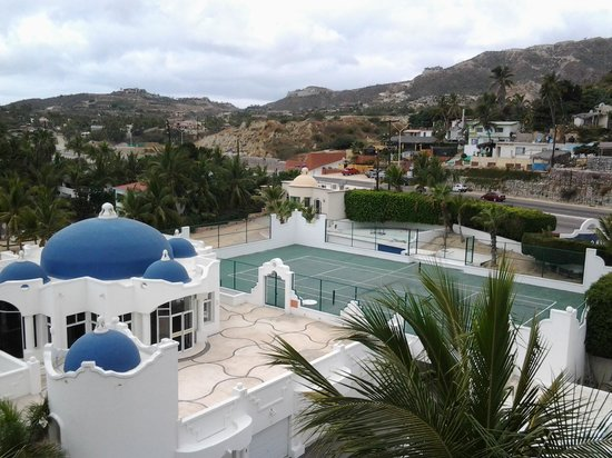 Mykonos Condos: From our room looking to the front of the building and gym and tennis court