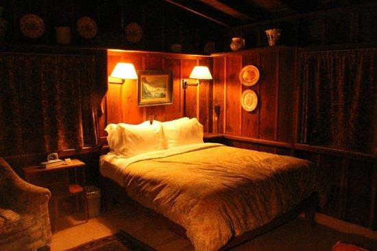 Deetjen's Big Sur Inn: cosy