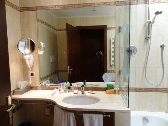 NH Milano Machiavelli: Beautiful bathroom