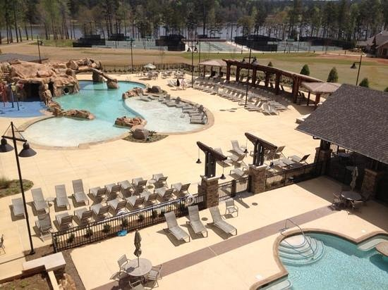 Auburn Marriott Opelika Hotel & Conference Center at Grand National: The view from my room's balcony of both pools, tennis courts, and lake view!