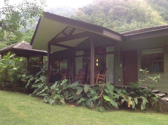 El Silencio Lodge & Spa: Our hut (includes hot tub on the porch)