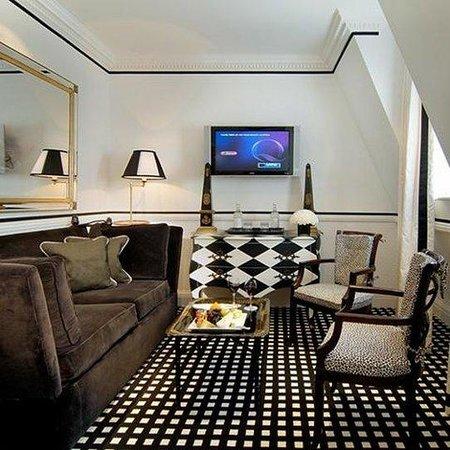 Hotel 41: Suite