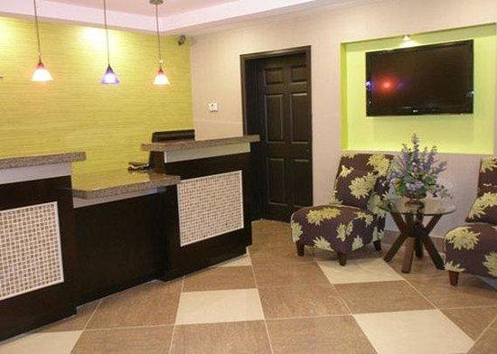 Baymont Inn & Suites Covington: Lobby