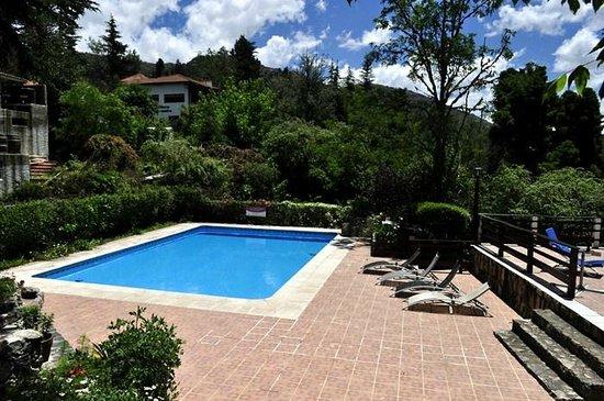 Nuestra hermosa piscina con barra de tragos picture of for Piscina solares