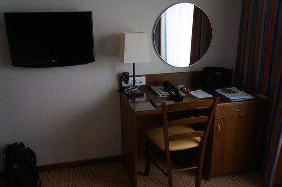 Hotel Aminevskaya: Bureau de la chambre
