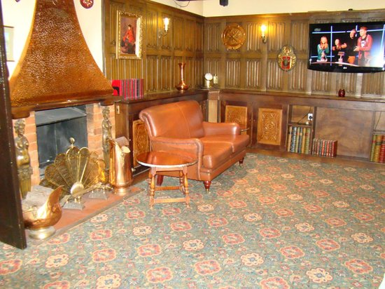 The Warren Lodge Hotel: lounge/bar area