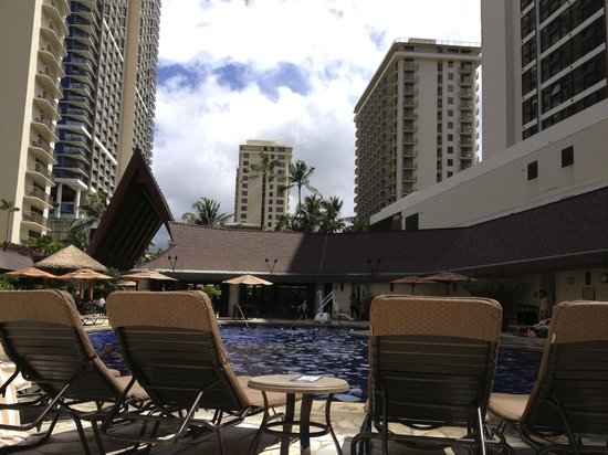 Outrigger Reef Waikiki Beach Resort: The pool