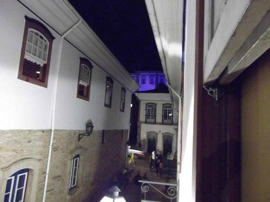 Hotel Colonial: Vista da janela do quarto 9, onde fiquei. O hotel fica na rua paralela a Praça Tiradentes.