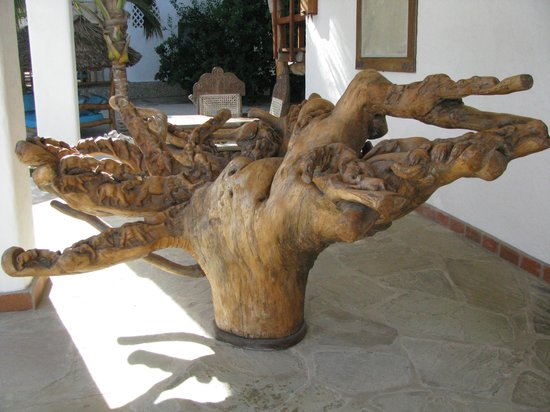 Waterlovers Beach Resort : carved root