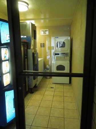 Best Western Plus Weston Inn: Laundry