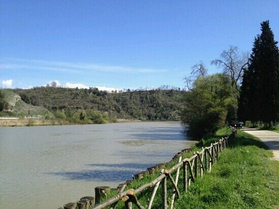 Nazzano, Taliansko: lungo il fiume