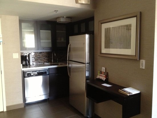 Staybridge Suites Hamilton - Downtown: Full kitchen