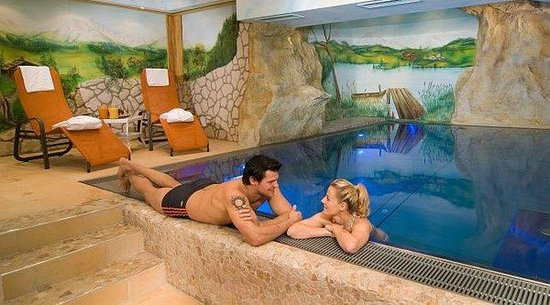 Bergsonne Wellness Appartements: Indoor pool