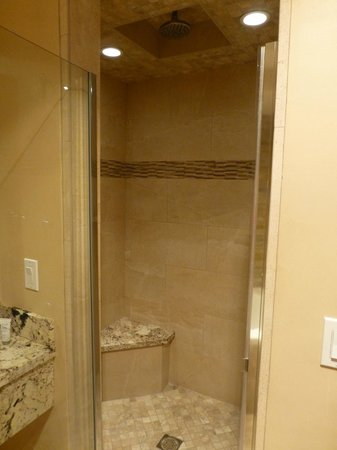 Best Western Plus Arroyo Roble Hotel & Creekside Villas: Awesome shower!